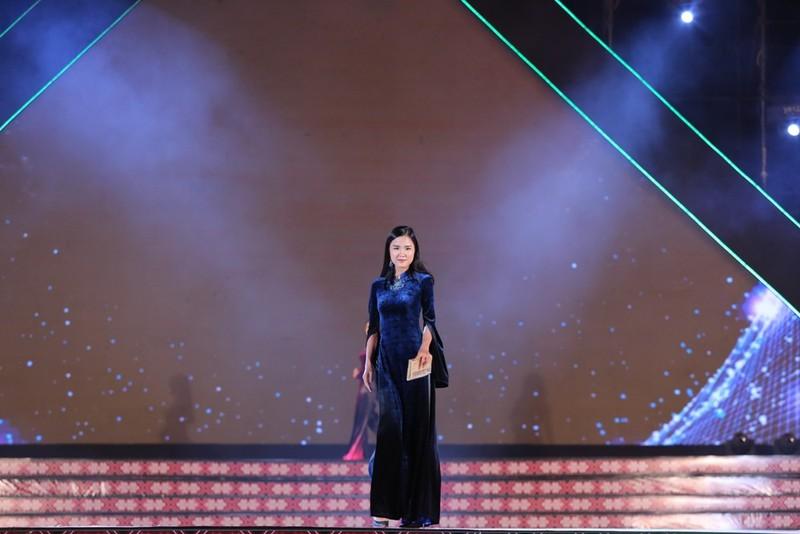 Nhà thiết kế 9X dân tộc Tày gây ấn tượng với bộ sưu tập áo dài - ảnh 5