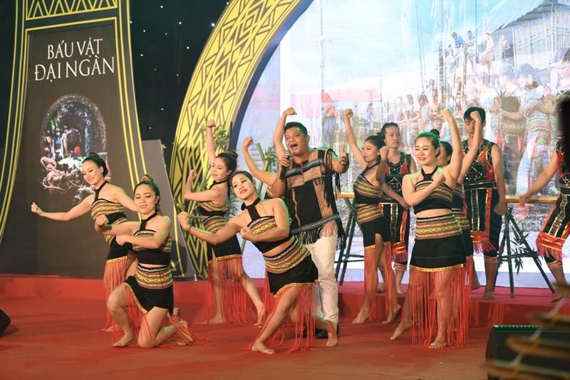 Sao Việt đổ bộ xem Báu vật đại ngàn - ảnh 6