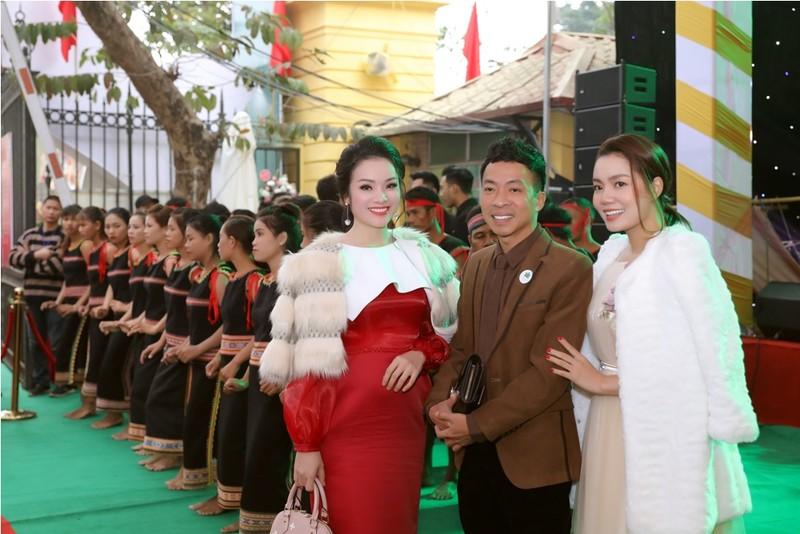 Sao Việt đổ bộ xem Báu vật đại ngàn - ảnh 7