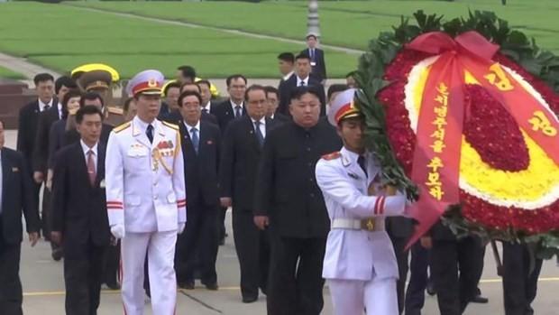 Hình ảnh Chủ tịch Kim Jong -un viếng Lăng Bác - ảnh 1