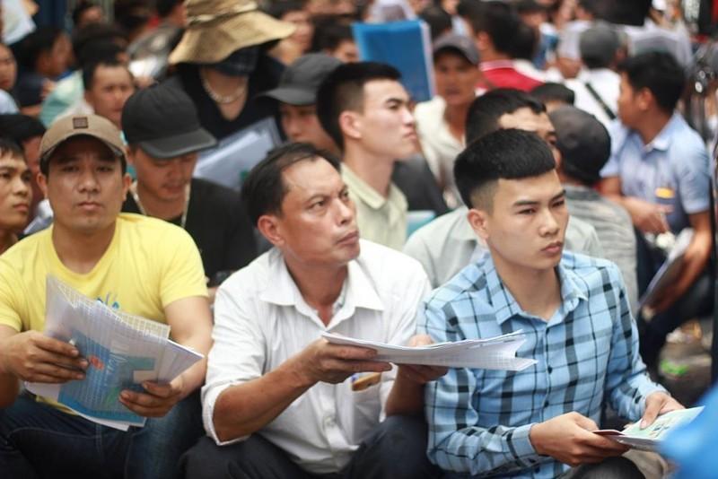 Cận cảnh người dân rồng rắn, quỳ gối làm visa Hàn Quốc - ảnh 10
