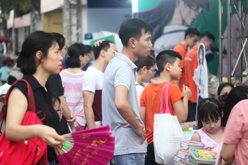 Người Hà Nội vượt nóng đến hội sách - ảnh 10