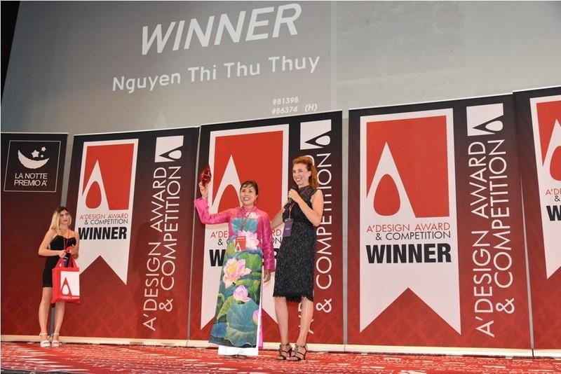 Bức tranh hoa sen ở sân bay Nội Bài đạt giải tại Ý - ảnh 1