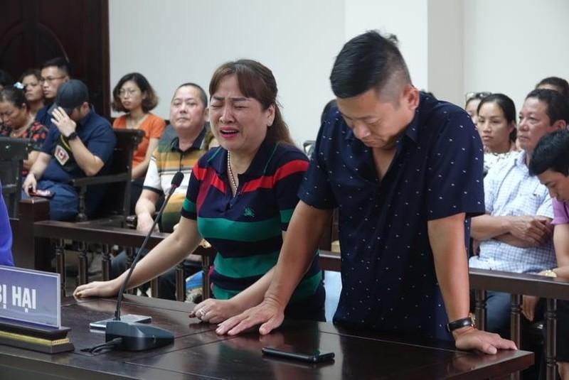 Bị hại trong phiên xử Hưng 'kính' bật khóc nức nở  - ảnh 1
