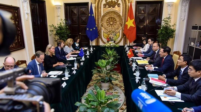 EU ủng hộ tự do hàng hải, hàng không ở biển Đông - ảnh 1