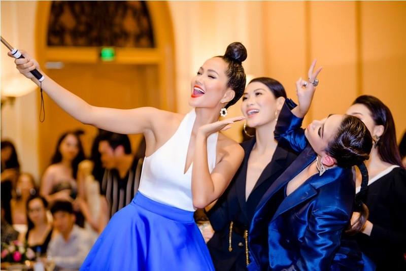 Hoa hậu H'Hen Nie tự tin nói thời trang mình quá tệ - ảnh 5