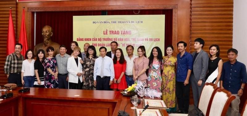 'Về nhà đi con' nhận bằng khen của bộ trưởng Bộ VH-TT&DL - ảnh 1
