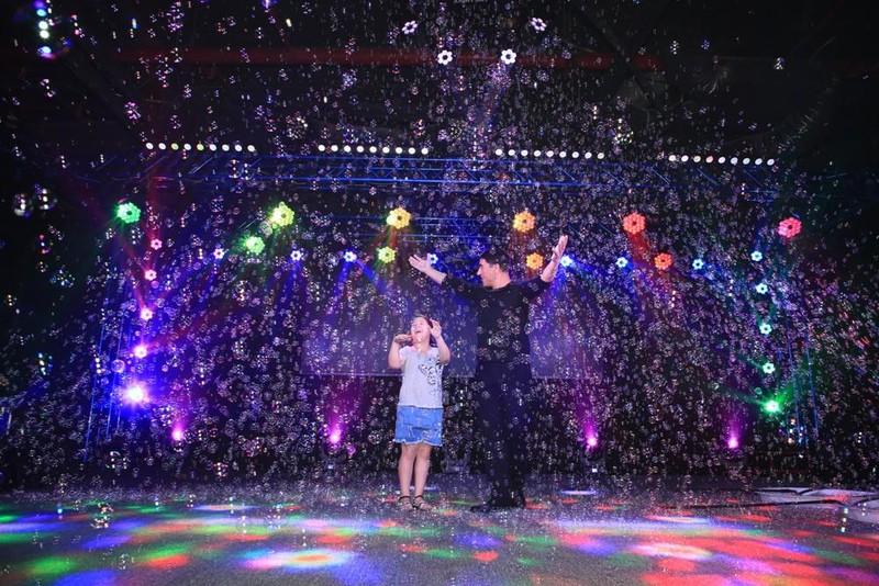 'Phù thủy bong bóng' sẽ biểu diễn thường xuyên hơn ở Việt Nam  - ảnh 1