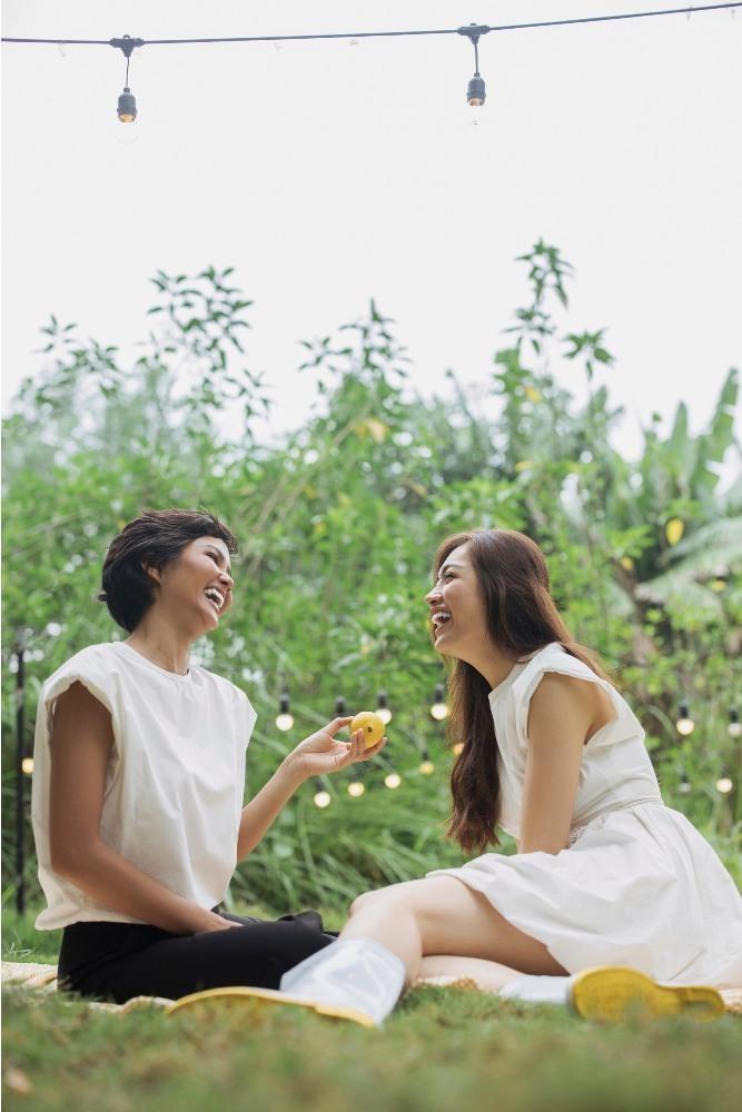 Cận cảnh mặt mộc hoa hậu H'Hen Niê và Á hậu Lệ Hằng - ảnh 1