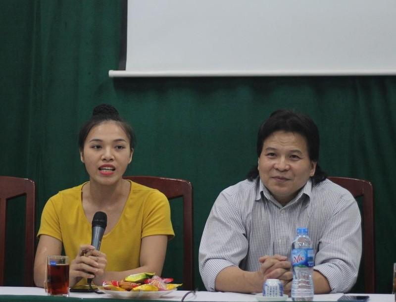 Lần đầu Việt Nam có nữ diễn viên diễn với trăn khổng lồ - ảnh 1