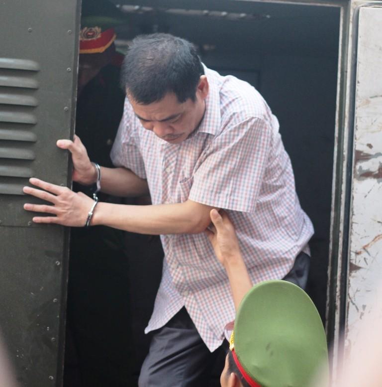 Đang xét xử 5 bị cáo vụ gian lận điểm thi ở Hà Giang - ảnh 1