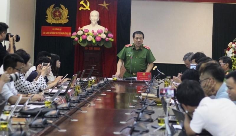 Người Trung Quốc dùng 20 tấn máy móc... chế ma túy ở VN - ảnh 1