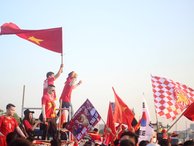 Cổ động viên Việt Nam: 'Thái Lan ơi xưa rồi' - ảnh 2