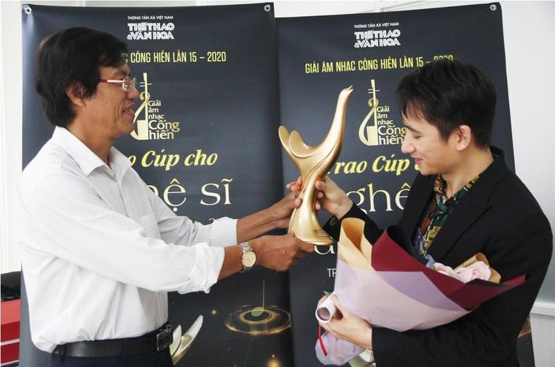 Hoàng Thùy Linh ẵm 4 giải thưởng âm nhạc cống hiến - ảnh 2