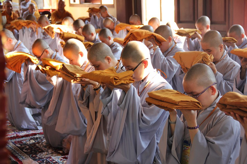 Giáo hội Phật giáo yêu cầu tăng ni cả nước cấm túc tại chùa - ảnh 1