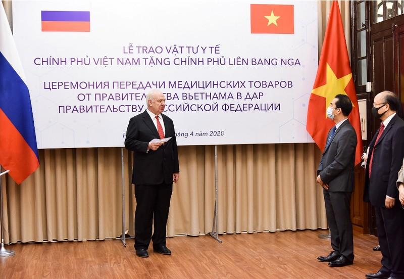 Việt Nam tặng 150.000 khẩu trang giúp Nga phòng chống COVID-19 - ảnh 1