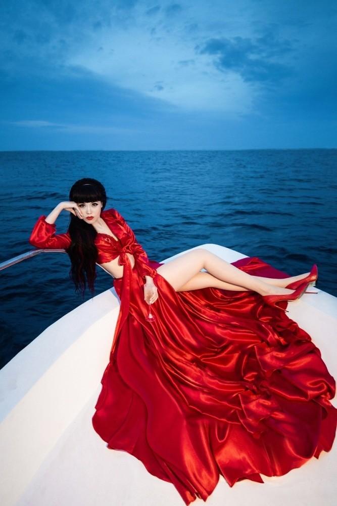 Siêu mẫu nổi tiếng thế giới đến Việt Nam đóng phim  - ảnh 1