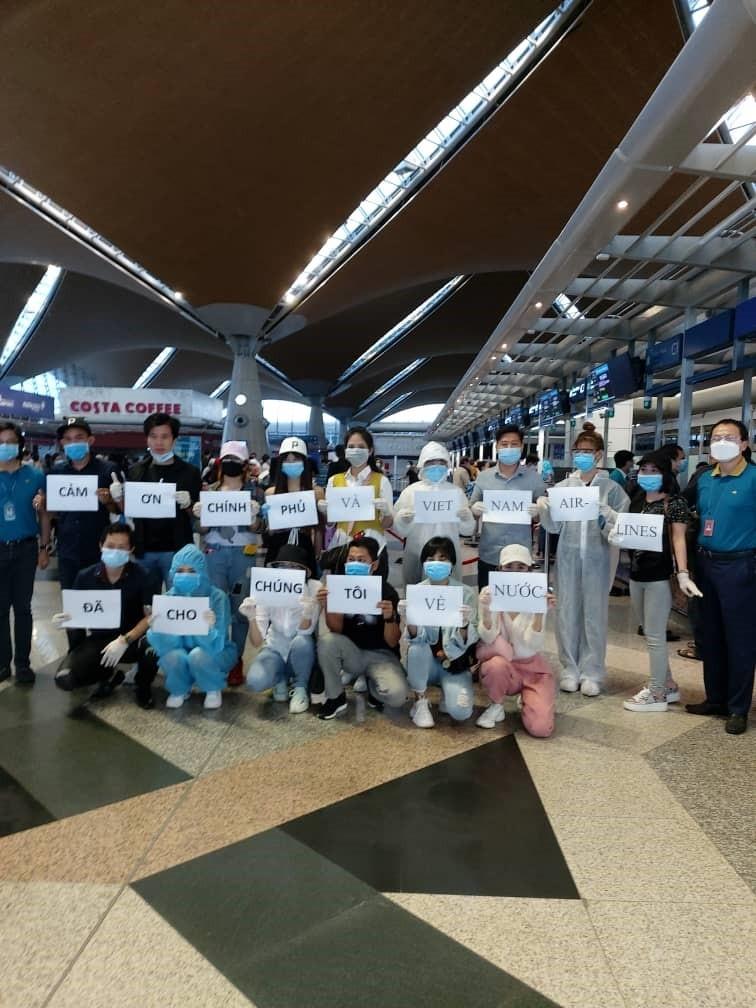 Việt Nam đưa 270 công dân ở Malaysia về nước an toàn - ảnh 1