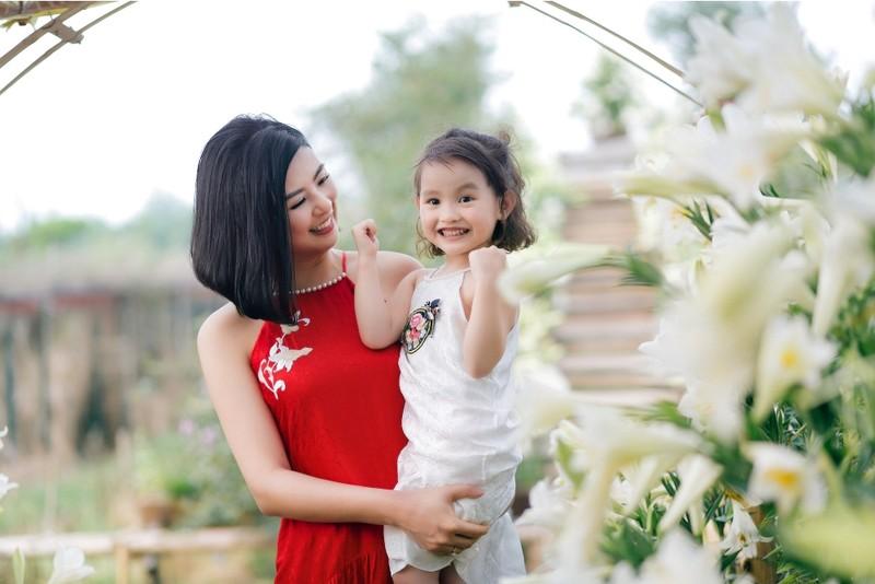 Hoa hậu Ngọc Hân chào đón mùa hè cùng con gái Hồng Quế - ảnh 3