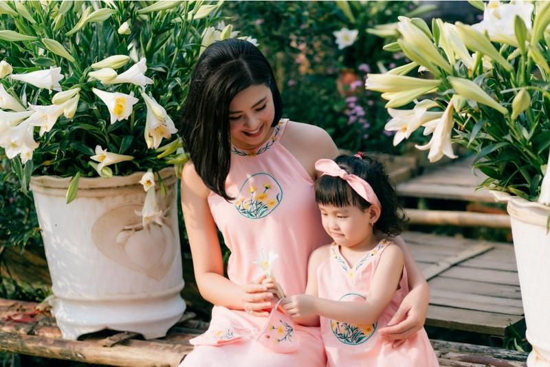Hoa hậu Ngọc Hân chào đón mùa hè cùng con gái Hồng Quế - ảnh 4