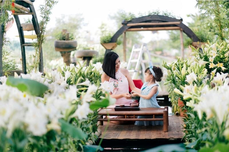 Hoa hậu Ngọc Hân chào đón mùa hè cùng con gái Hồng Quế - ảnh 2