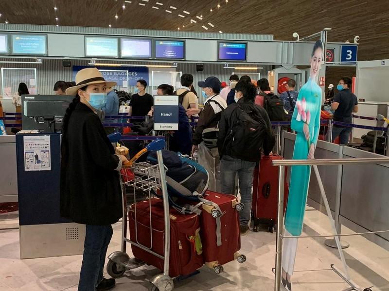 Các công dân Việt Nam trở về nước.