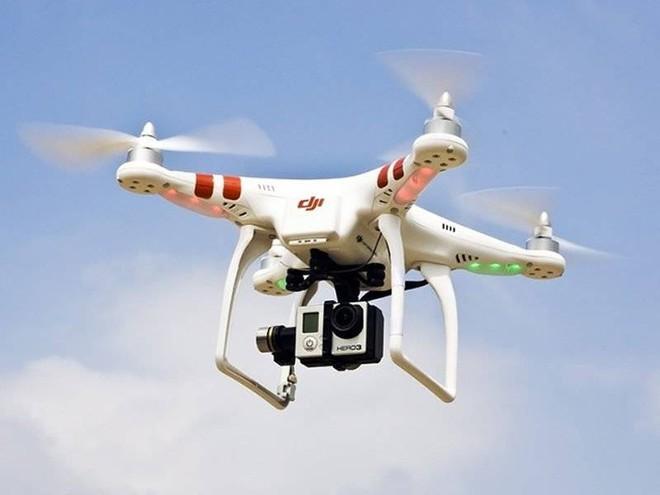 Bộ Quốc phòng đề xuất kiểm soát việc sử dụng flycam - ảnh 1