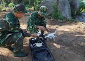 Bộ đội biên phòng dùng flycam truy tìm phạm nhân trốn trại