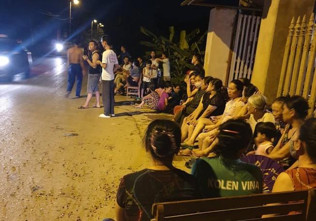 Chủ tịch Hà Nội đồng cảm với nỗi khổ của dân quanh bãi rác - ảnh 1