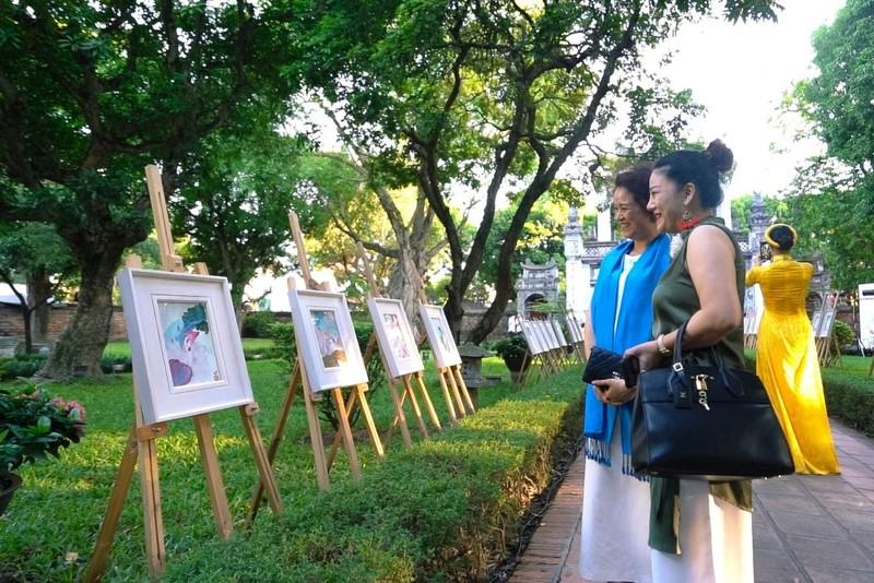 Giám đốc Nhà hát Nhạc vũ kịch Việt Nam triển lãm tranh - ảnh 4