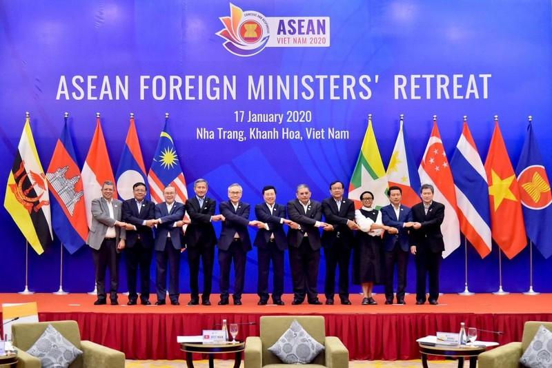 ASEAN ra tuyên bố chung kêu gọi các nước kiềm chế - ảnh 1