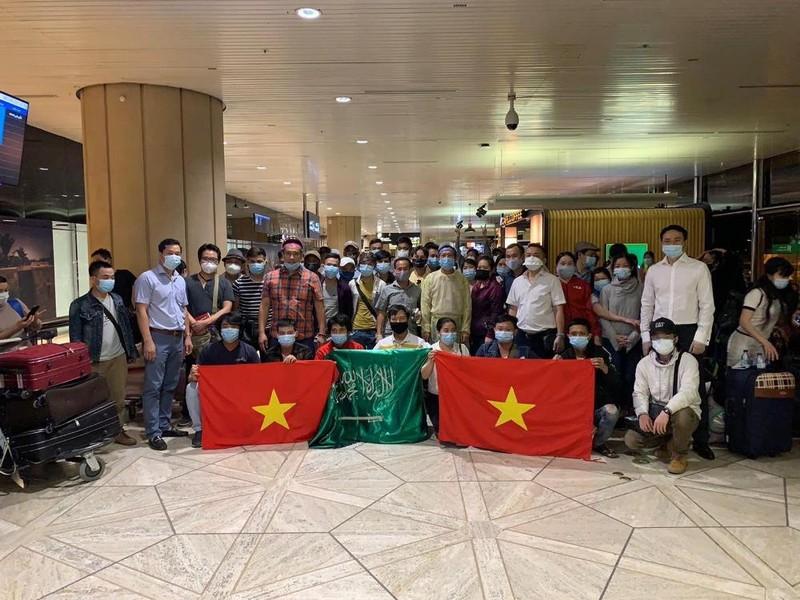 270 công dân Việt Nam từ Cộng hòa Síp, Ả-rập Xê-út về nước - ảnh 1