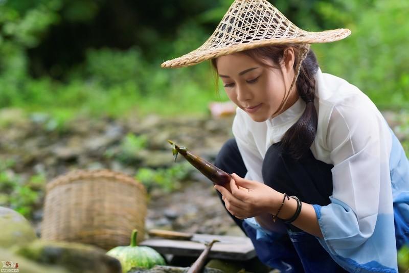 Ca sĩ Hoa Trần nói về MV Tương Tư giống hình ảnh Lý Tử Thất - ảnh 2