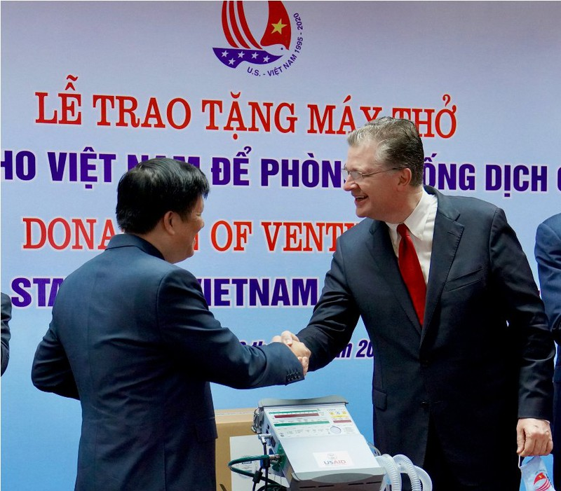 Mỹ tặng Việt Nam 100 máy thở, theo đề nghị của ông Trump - ảnh 1