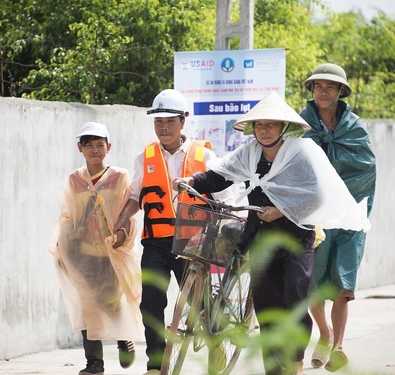 Mỹ hỗ trợ Việt Nam 100.000 USD sau cơn bão số 6 - ảnh 1