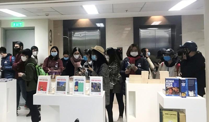 Người Hà Nội vượt lạnh đến xin chữ ký nhà văn Nguyễn Nhật Ánh - ảnh 2