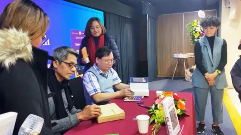 Người Hà Nội vượt lạnh đến xin chữ ký nhà văn Nguyễn Nhật Ánh - ảnh 6