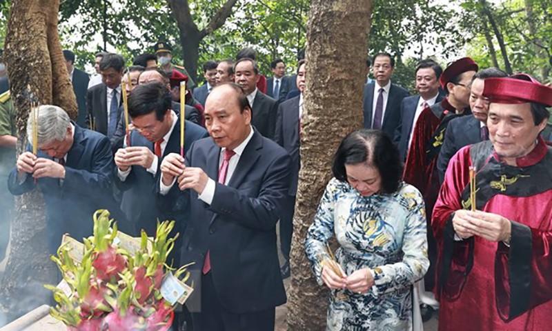 Chủ tịch nước dâng hương tại điện Kính Thiên nhân ngày Giỗ Tổ - ảnh 1