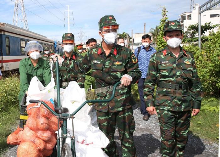 Tuyên Quang bàn giao 110 tấn nông sản ủng hộ nhân dân TP.HCM - ảnh 1