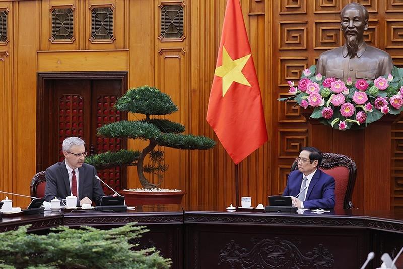 Thủ tướng đề nghị Pháp viện trợ, cho vay, nhượng lại vaccine cho Việt Nam - ảnh 1