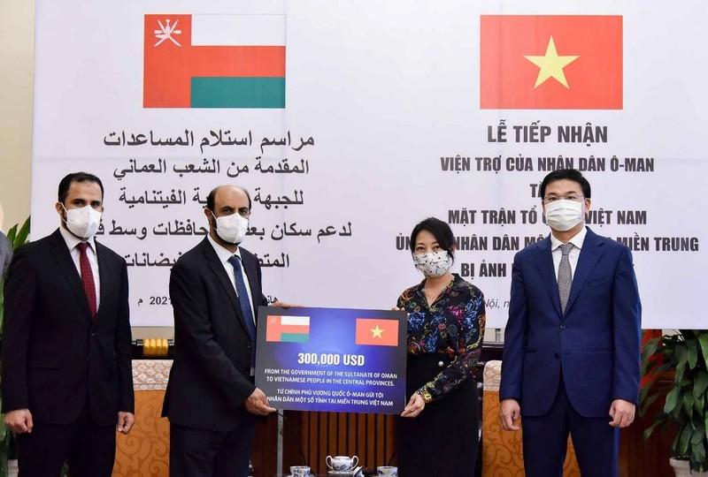 Vương quốc Oman hỗ trợ 300.000 USD cho nhân dân một số tỉnh miền Trung - ảnh 1