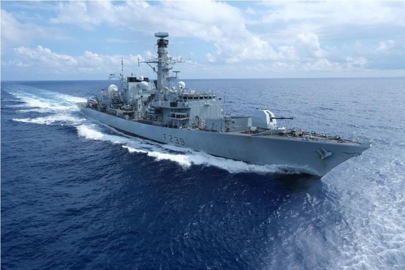 Tàu HMS Richmond của Hải quân Hoàng gia Anh cập cảng Cam Ranh - ảnh 1
