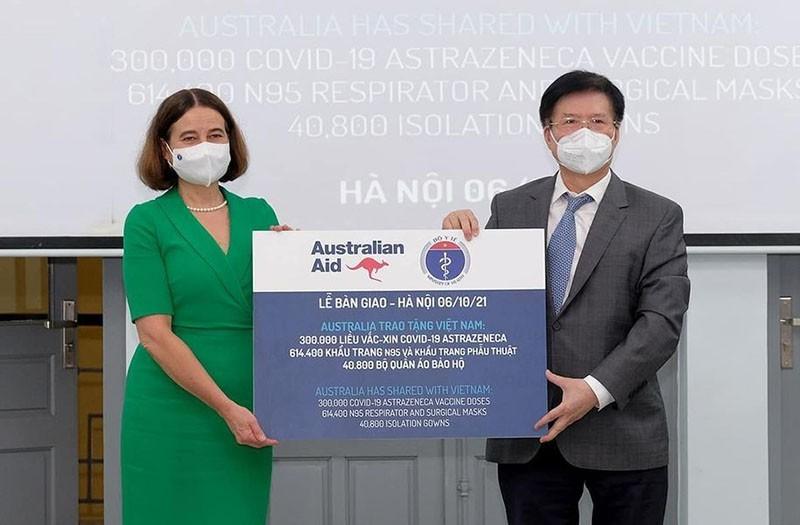 Úc bàn giao cho Việt Nam 300.000 liều vaccine AstraZeneca - ảnh 1