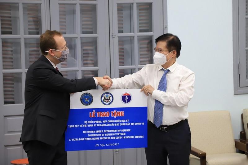 Mỹ tài trợ Việt Nam 77 tủ lạnh âm sâu để bảo quản vaccine Pfizer - ảnh 1