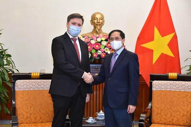 Bộ Ngoại giao cảm ơn Ba Lan giúp đỡ Việt Nam trong đại dịch - ảnh 1