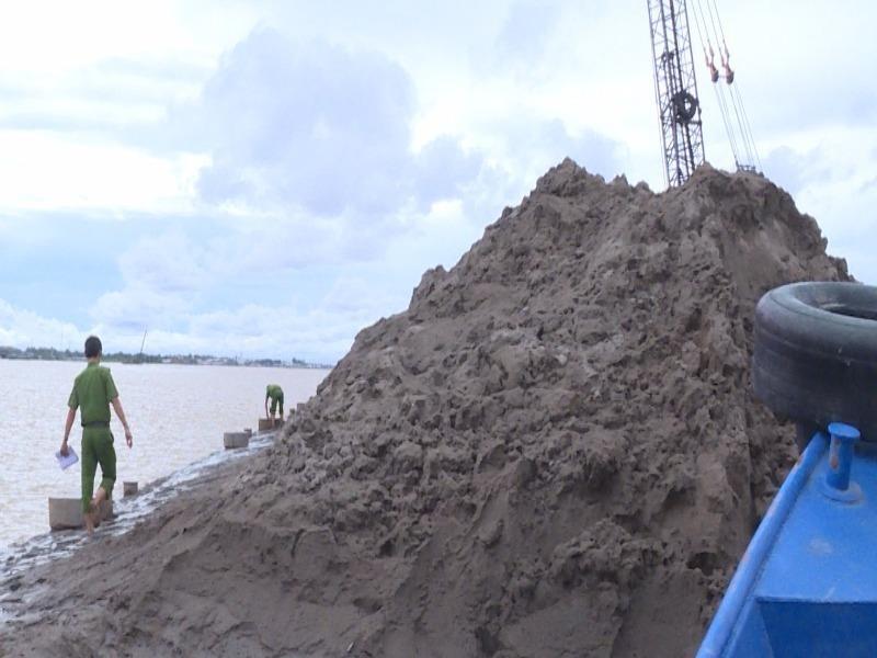 1 thanh niên nghi bị cát dìm chết trên sông Cổ Chiên - ảnh 1