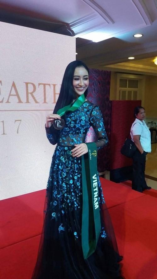 Hà Thu 'ẵm' giải đồng Trang phục dạ hội tại HH Trái đất - ảnh 3