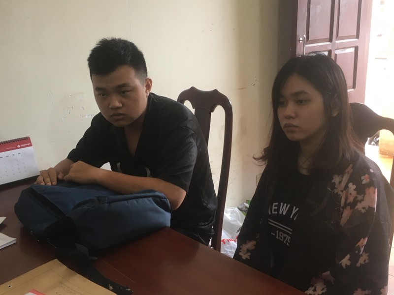Nữ sinh viên cùng người tình dùng dao cướp shop quần áo - ảnh 1