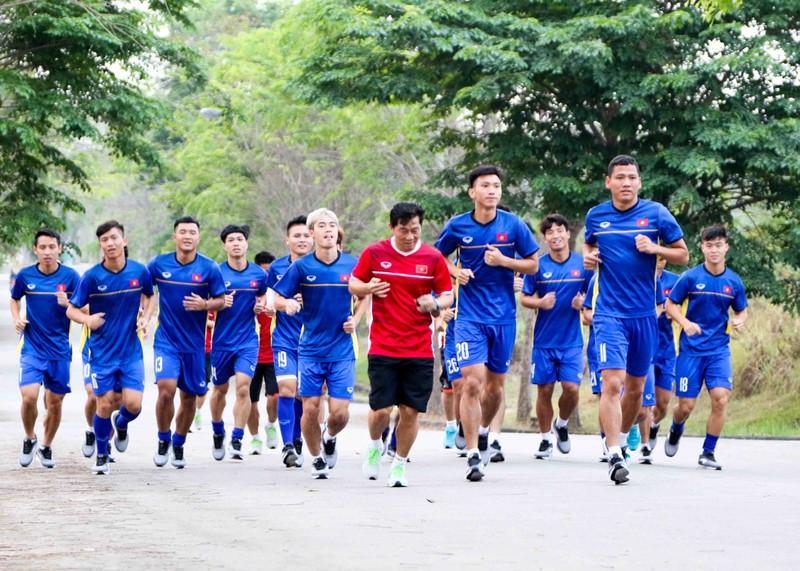 Olympic Việt Nam vừa đặt chân đến Indonesia đã gặp khó - ảnh 3