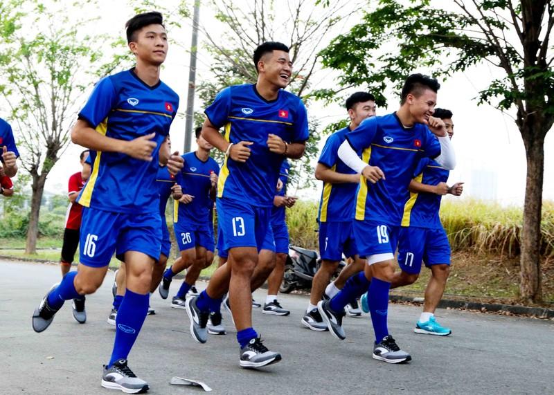 Olympic Việt Nam vừa đặt chân đến Indonesia đã gặp khó - ảnh 4